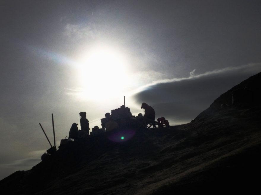 monrowemagazine-polinasova-bromo-mountain-people