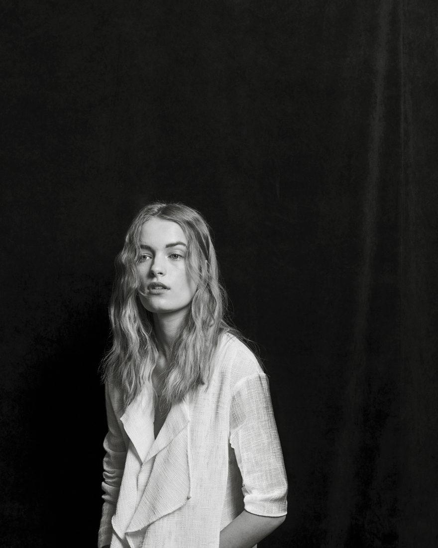 "MONROWE Magazine ""Air"" by Daymion Mardel, Esti van Balen @ Fusion, Black and White Studio, Editorial"