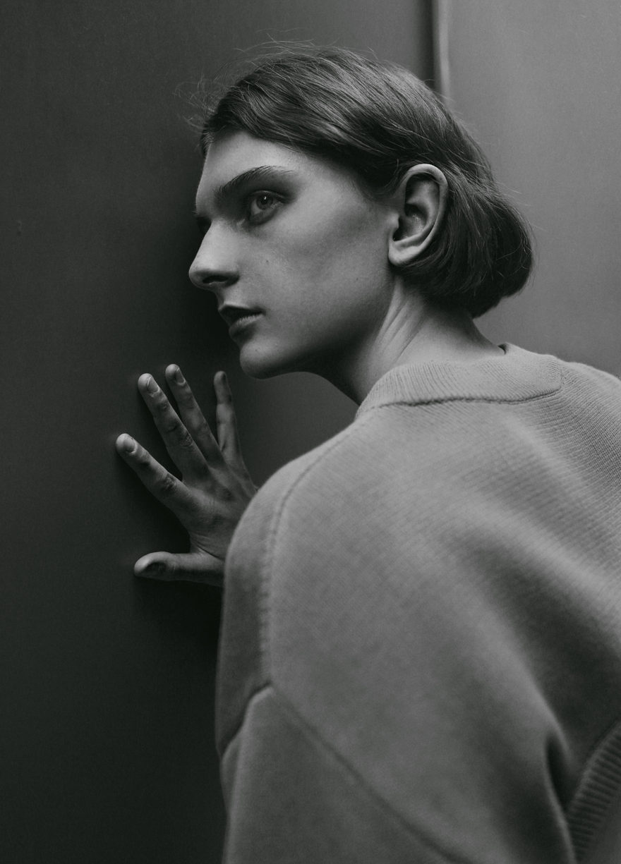 Girl in street looking at camera for Monrowe Magazine. Black and white picture in DKNY, Supreme Models, Gabriela Celeste
