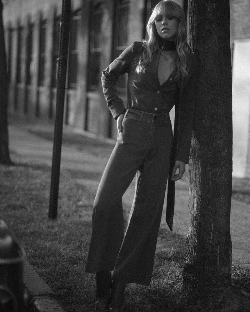 Photo of 70's style photography of model Emma Surmon. Black and White image