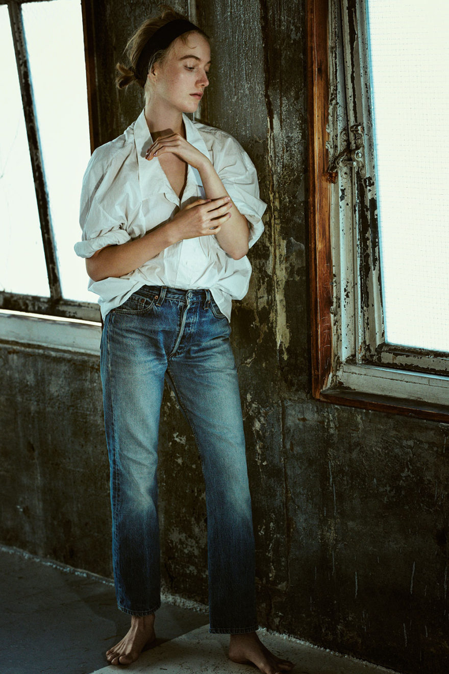 Model Lou Schoof photographed by Diego Uchitel for MONROWE Magazine. White Cotton Shirt by Acne Vintage Denim Jeans by Levis.