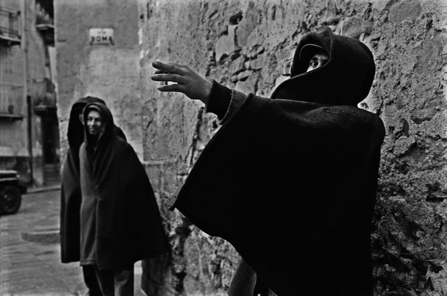 Image of man in overcoat. Black and white photography. Image by Ferdinando Scianna © Magnum Photos