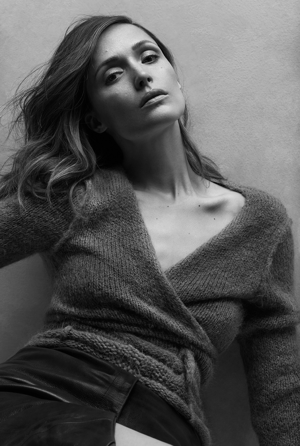 Image of Rose Byrne, black and white photo by Stefani Pappas.