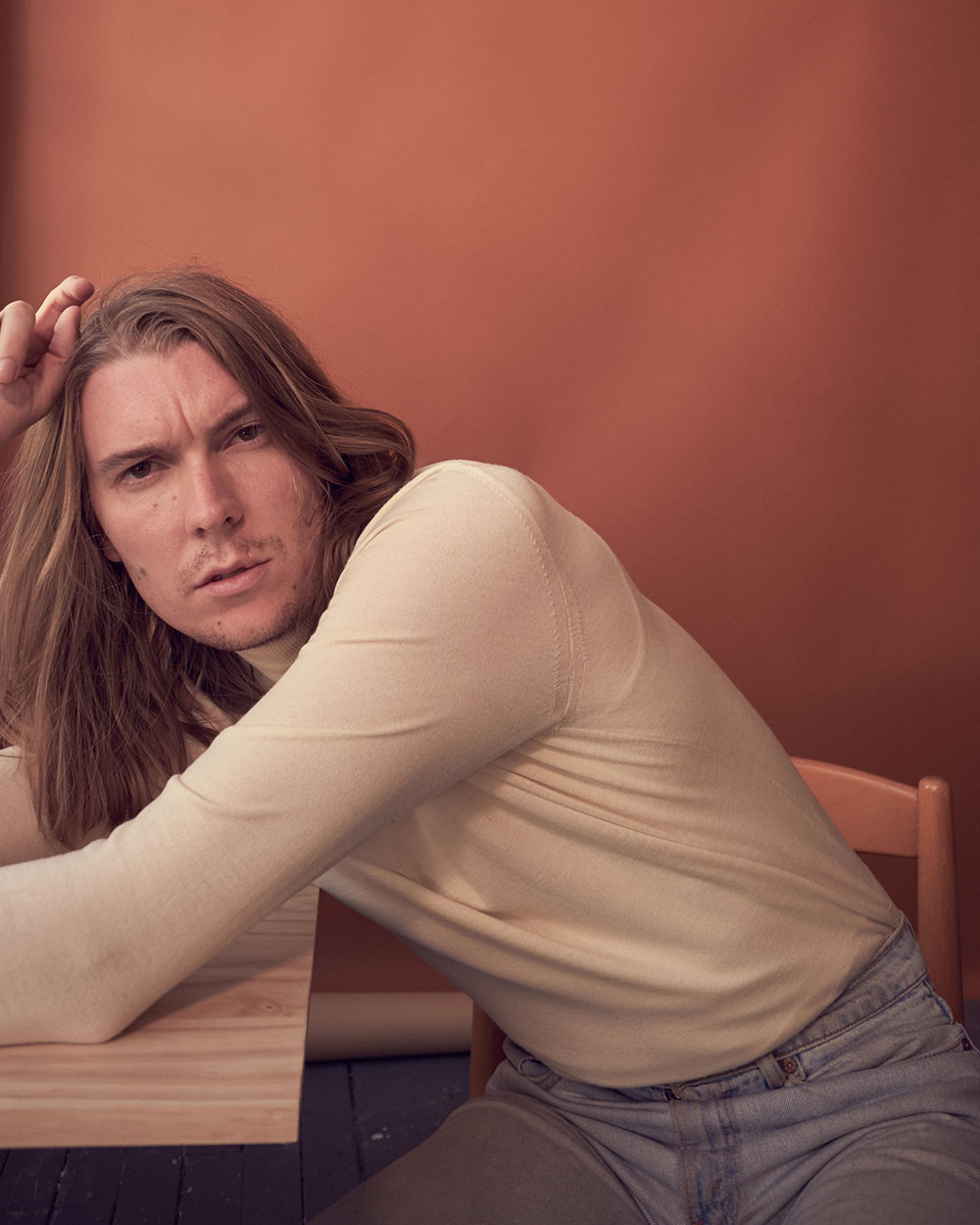 Colored photo of musician Alex Cameron by JackO'Connor for MONROWE Magazine