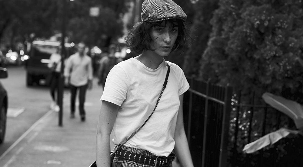 Black and white photo of Marta del Caño by Andrés García Luján for MONROWE Magazine Casting room no.19