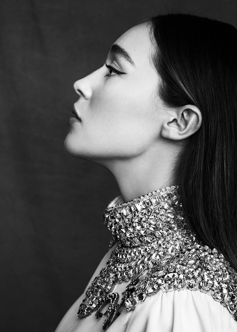 Black and white photo of Alycia Debnam Carey by Max papendieck for MONROWE magazine