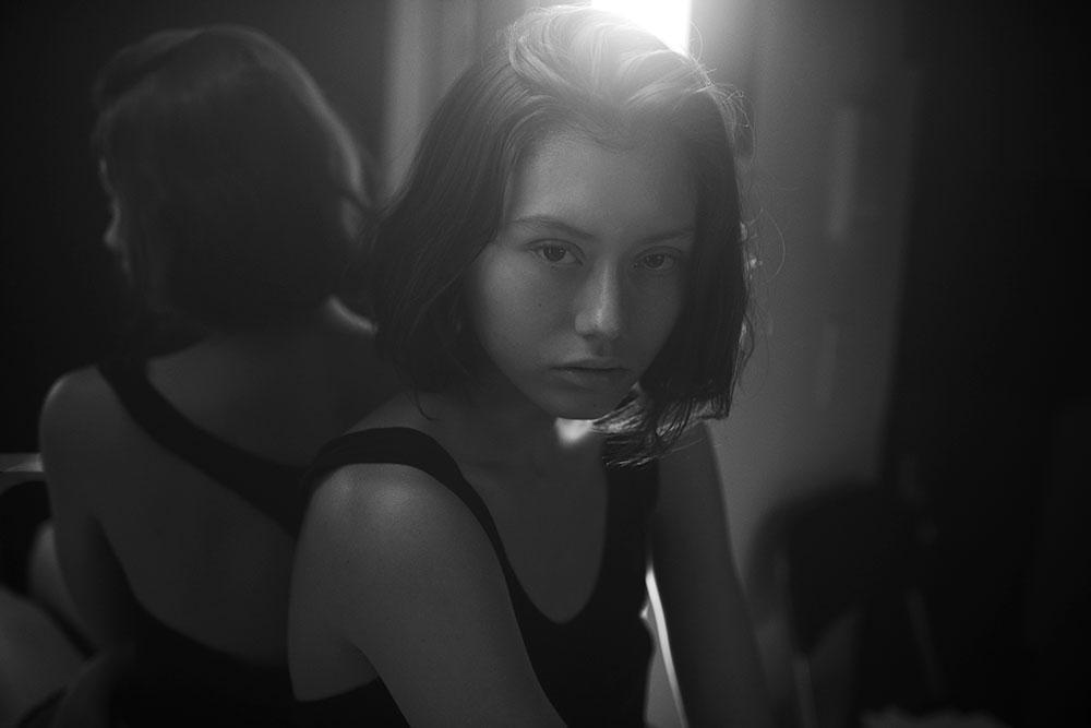 Black and white photo by Ryan Michael Kelly of Una Filipovic@Suprememanagement for MONROWE magazine